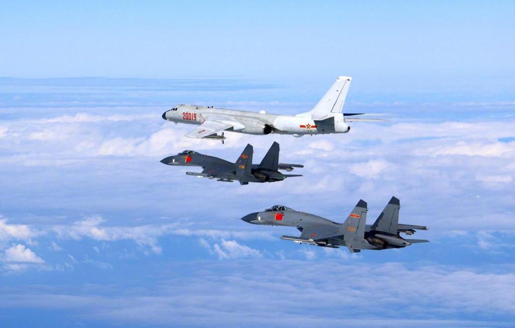 大陸繞台「演訓」的各型軍機。(中國軍網)