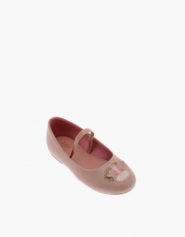 CHARLES & KEITH春節系列兒童小牛瑪莉珍鞋990元。圖/CHARLE...