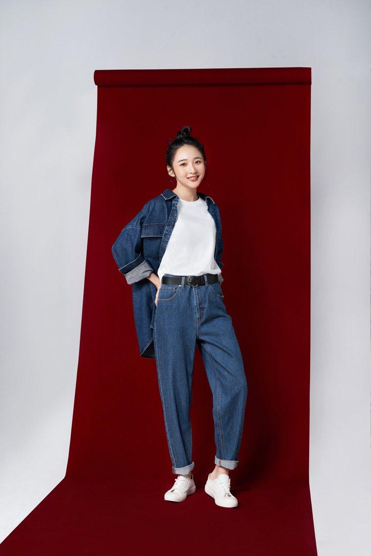 GU邀請新生代演員李沐演繹春夏系列新品。圖/GU提供