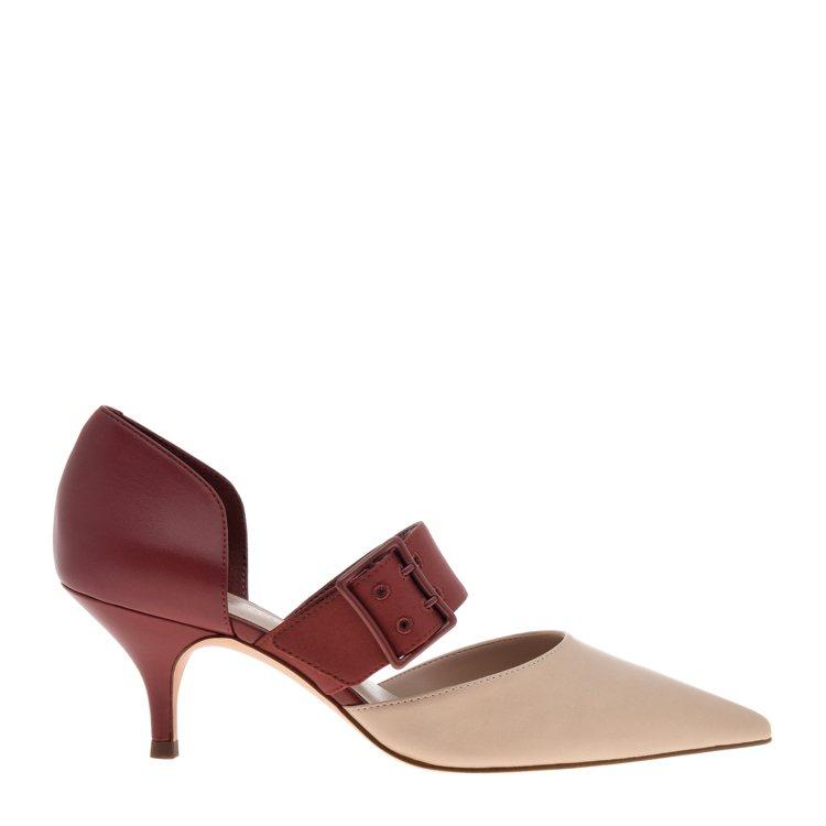 CHARLES & KEITH春節系列方扣尖頭瑪莉珍鞋1,690元。圖/CHAR...