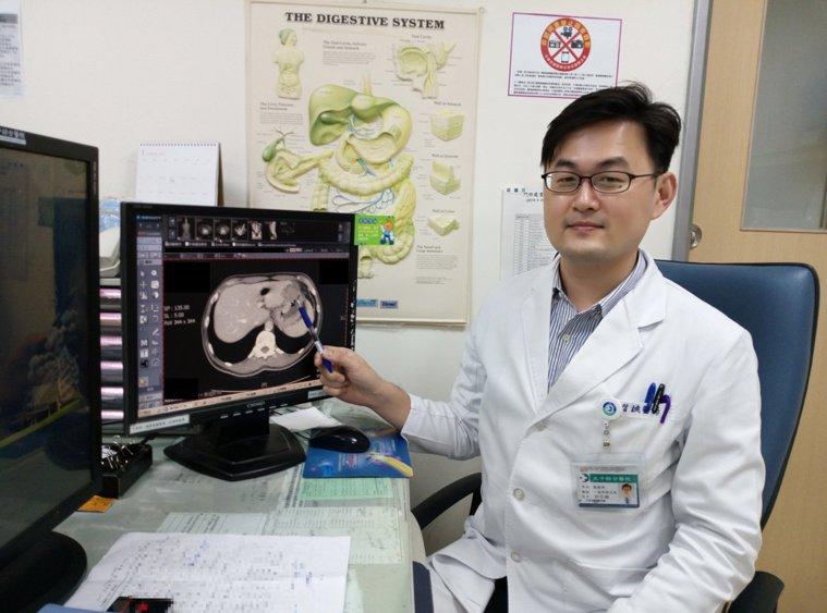劉信誠醫師表示病患的狀況無法排除有惡性腫瘤的可能性,因此建議他做正子造影檢查。圖...