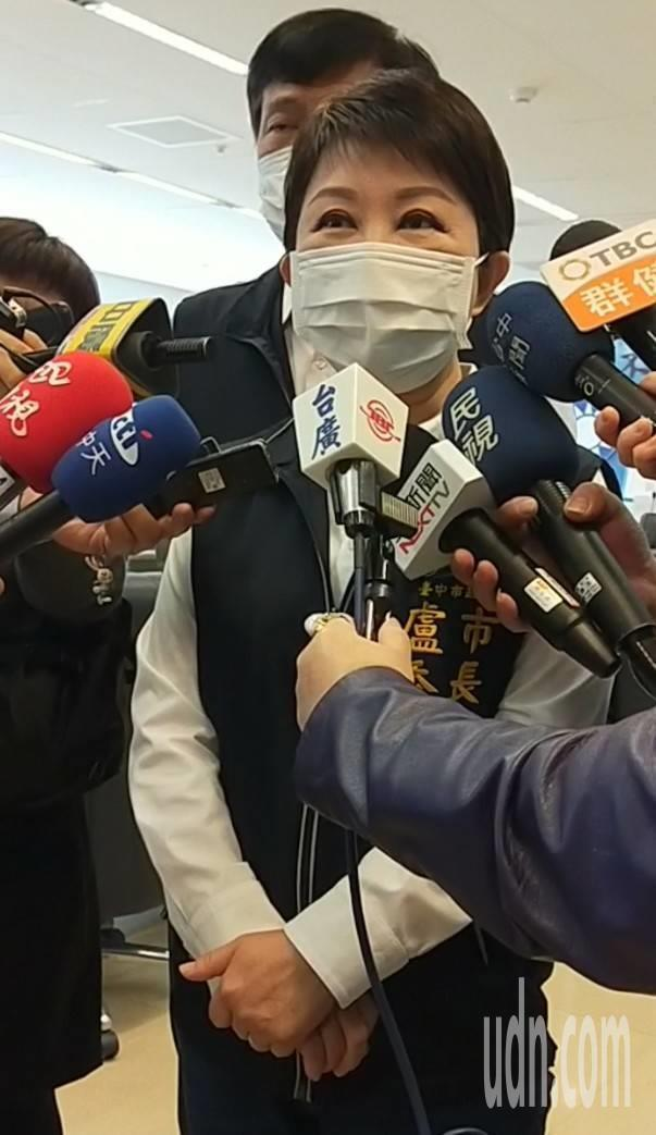 台中市長盧秀燕參加議會民進黨團總召交接典禮,被媒體問到中火問題。記者張明慧/攝影