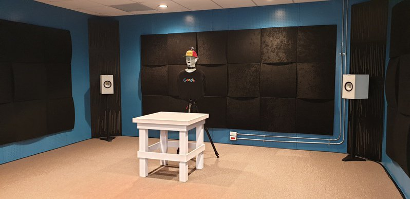 聲學部門的測試機器人員工在實驗室中,用以測試各種場景下硬體辨識語音助理指令的效果。記者彭慧明/攝影