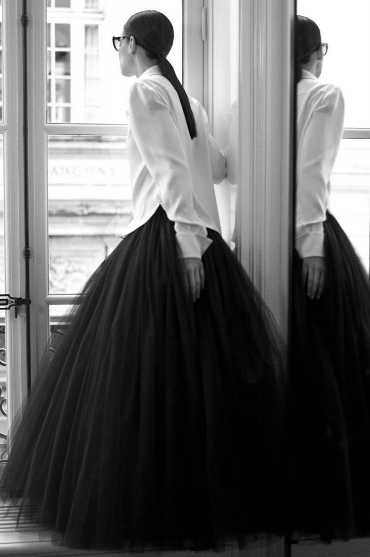 荷蘭攝影師Anton Corbijn掌鏡,在位於巴黎康朋街31號、重新裝潢落成的...