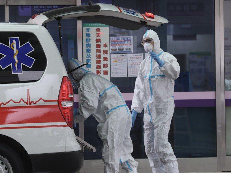 部桃院內感染擴大進入到社區,中央疫情指揮中心決策多次受到質疑。圖/聯合報系資料照片