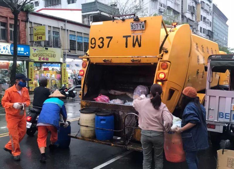 春節期間,宜蘭初一及初二全縣停收垃圾,小年夜(星期三)有特別加收垃圾。  圖/環保局提供