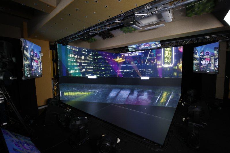 「Yahoo搜尋人氣大獎2020」頒獎典禮設計了三大虛實整合場景作為舞台,圖為唐樓天台景。圖/Yahoo奇摩提供