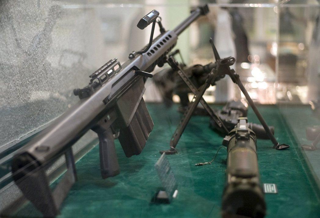 英軍空降特勤隊(SAS)士官用來消滅IS分子的巴瑞特M82A1點50口徑狙擊步槍...