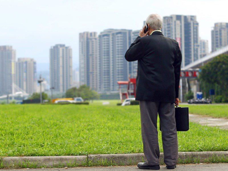 國人普遍對準備退休金感到不安,調查發現,尚未退休者比已退休者更有危機感。圖/聯合報系資料照片