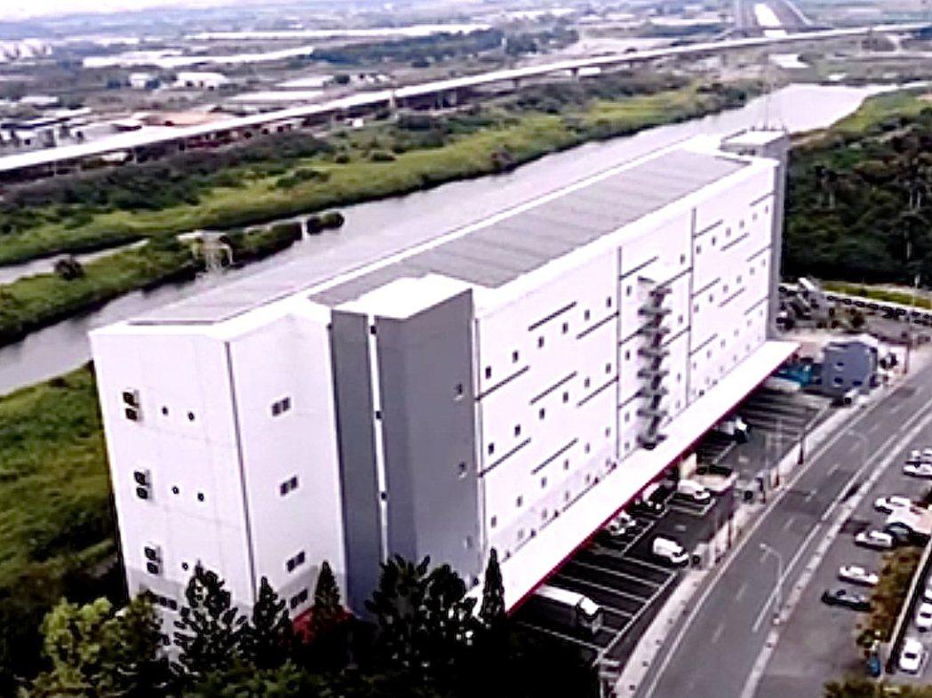 富邦媒砸下6億元興建的南部第一個大型物流中心-台南永康物流中心,27日正式開幕。...