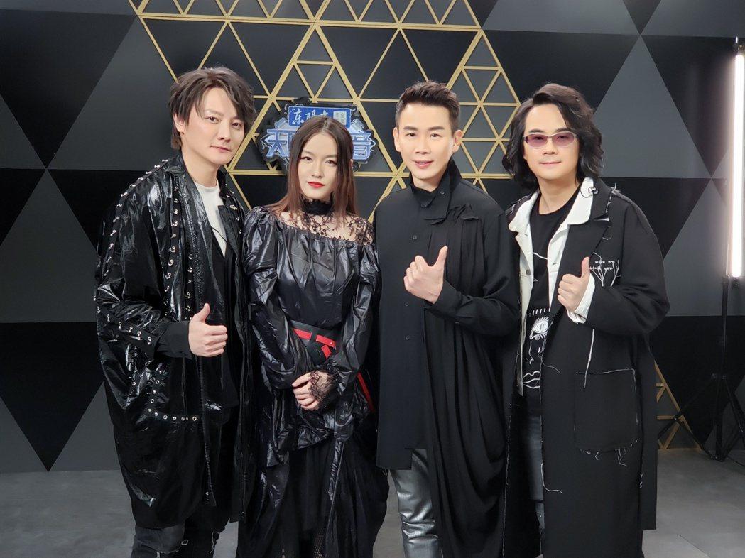 F.I.R.首度與陶喆(右2)同台演出獲好評。圖/華研提供
