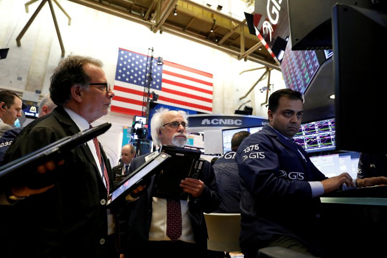美股27日盤前跌勢加深,道瓊期指一度跌約300點。路透