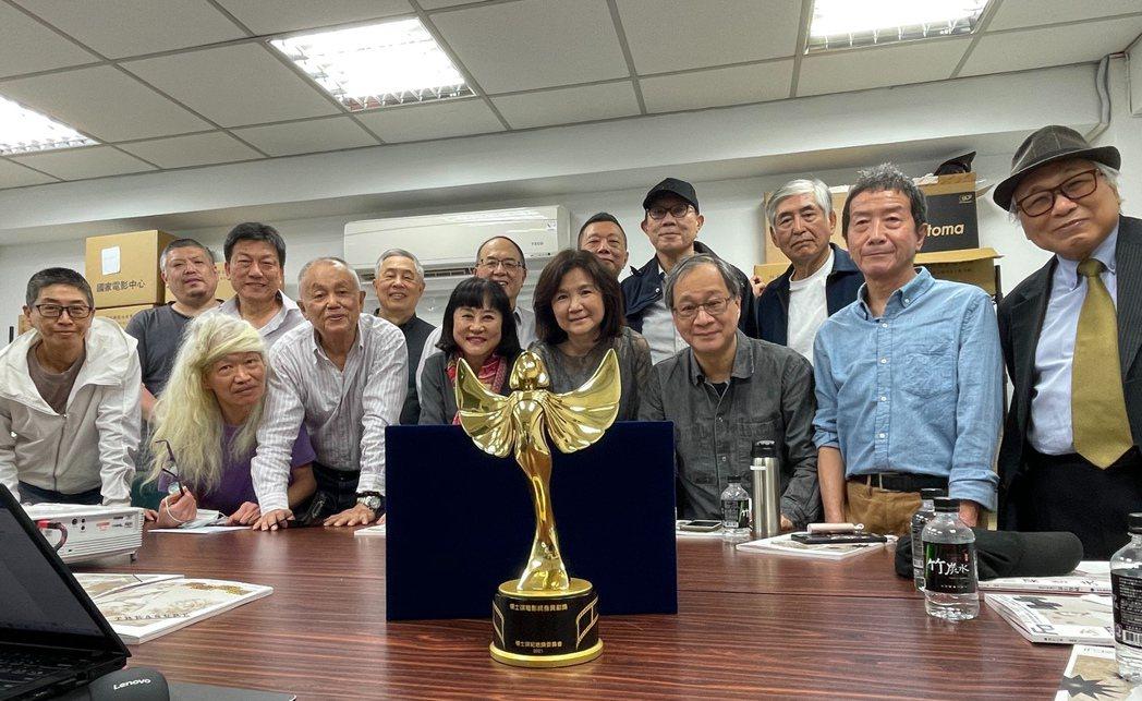楊士琪紀念獎的委員們幾乎一致通過將這座獎頒給鍾孟宏,獎座並由王童導演設計。圖/胡
