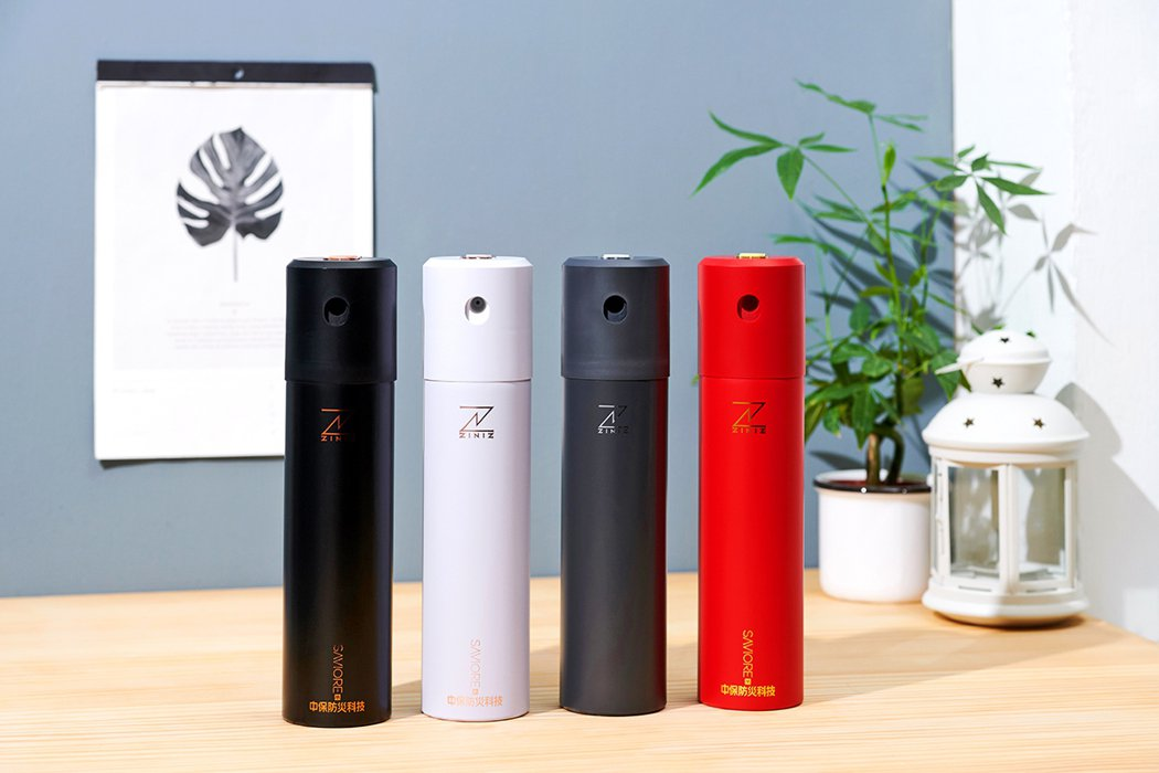 中保時尚滅火器有迷幻黑、純淨白、法拉利紅三色可選擇,車用版則是太空灰。中保提供