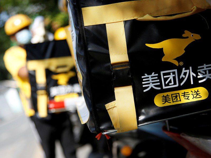 大陸許多網友近日表示,他們在美團上點外賣,或是掃了美團標誌的共享單車,卻莫名其妙開通了貸款。 路透