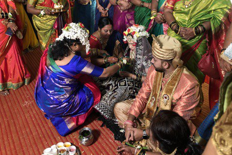印度婚禮滿滿的家族親友。  圖/印度尤提供