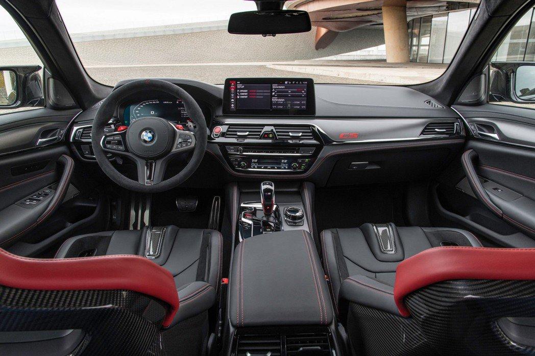 M5 CS的專屬座艙十分具有戰鬥氣息。 摘自BMW