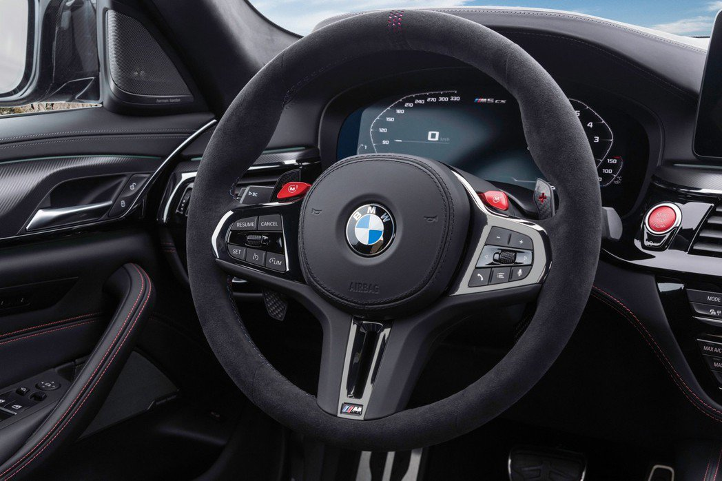 M Alcantara麂皮方向盤。 摘自BMW