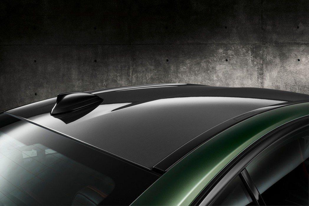 碳纖維車頂。 摘自BMW