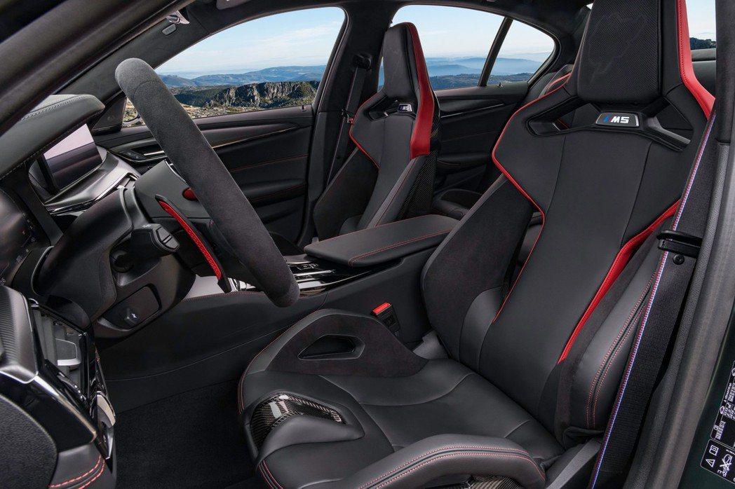 與新世代M3、M4同一造型的桶型跑車座椅。 摘自BMW