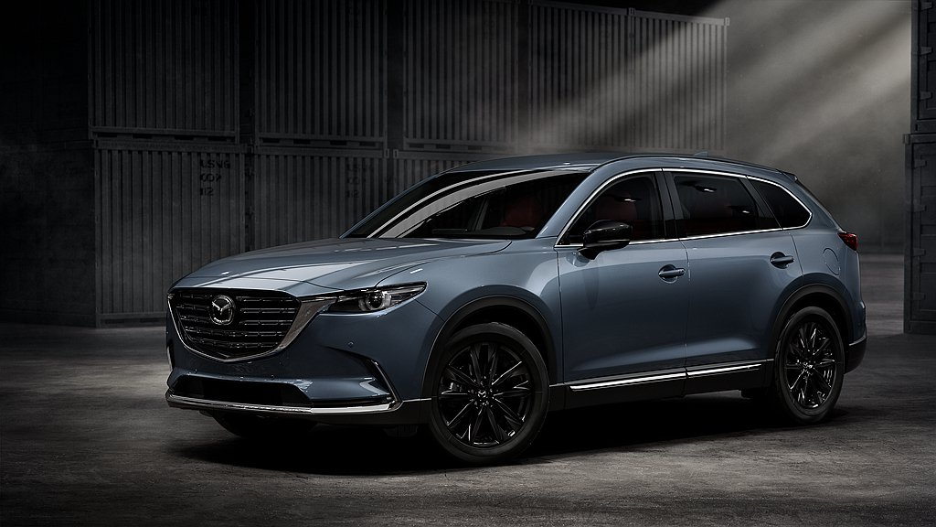Mazda CX-9 2WD黑艷版在外觀上導入全新爍黑格柵式水箱護罩造型,搭配爍...