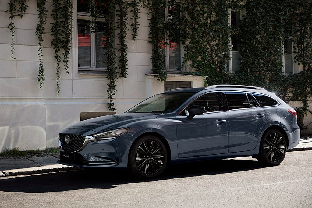 2021年式Mazda 6導入Wagon黑艷版,於19吋鋁合金輪圈及車外後視鏡注...