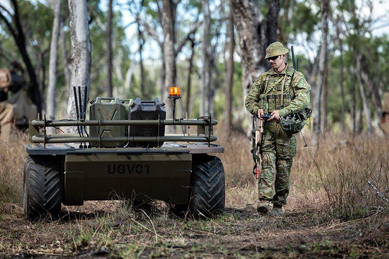 澳大利亞陸軍試用無人地面載具(UGV)。 圖/取自Asian Military Review