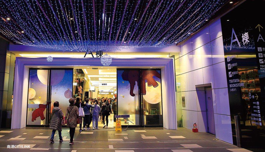 南港Citylink購物中心掌握南港站五鐵共構優勢,人潮商機穩定上升,亦帶動周邊...