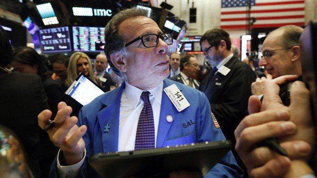 一些分析師擔心美股泡沫愈漲愈大,引發回檔疑慮。     路透