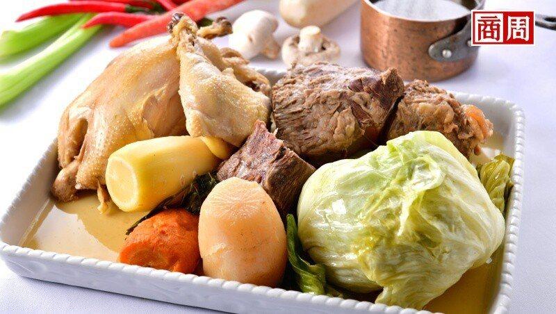 傳統法國燉肉湯只要材料豐富、有葷有素。上桌後能喝清湯、吃肉,還能下餃子。(攝影者...