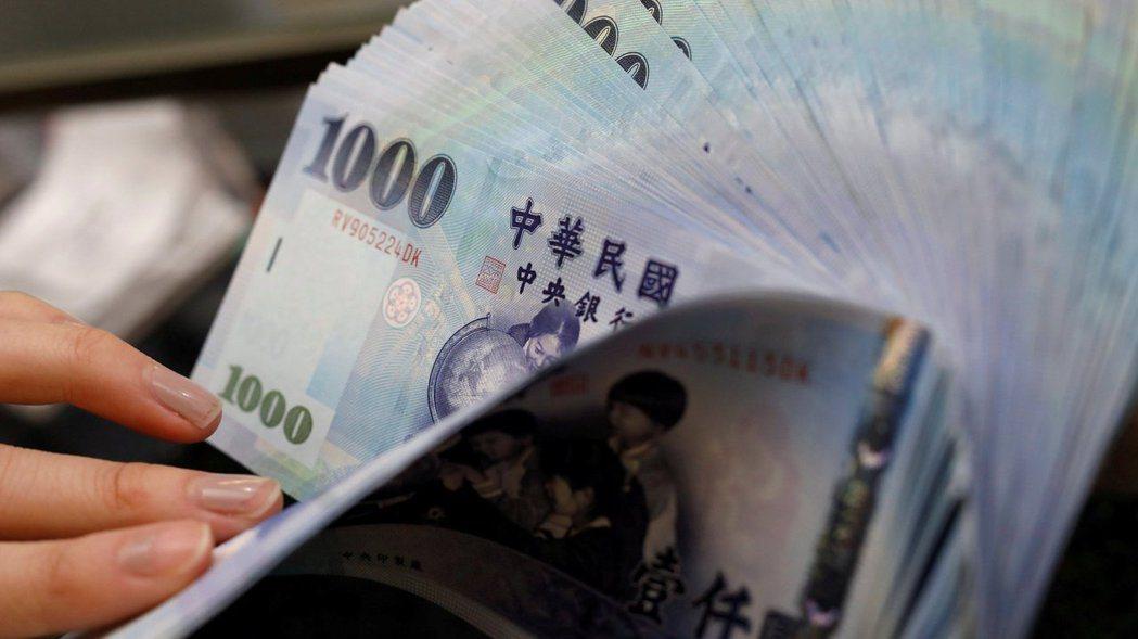 15家金控今年第1季稅後純益大賺新台幣1,920.34億元。路透