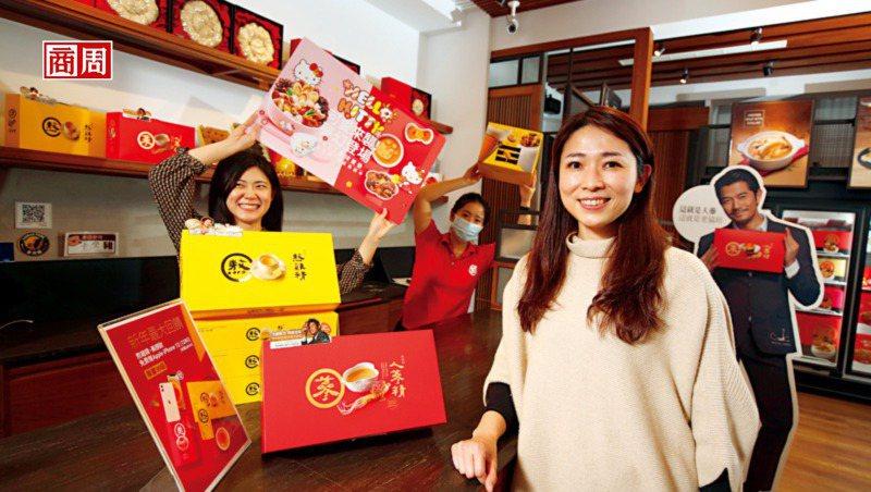老協珍第4代丁懿娸(右)分享,不易被複製的行銷術,搭配在口味上為年輕客做調整,使...