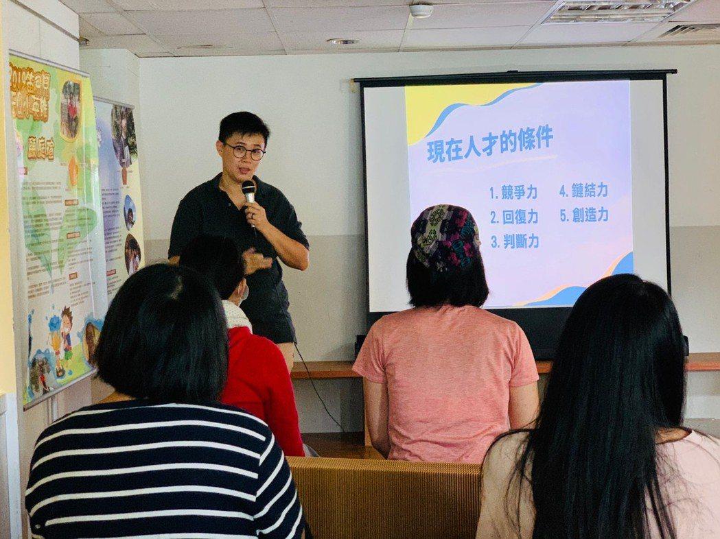 楊鈺瑩推廣跳養APP實體講座吸引許多家長參加。 笛飛兒EQ教育/提供