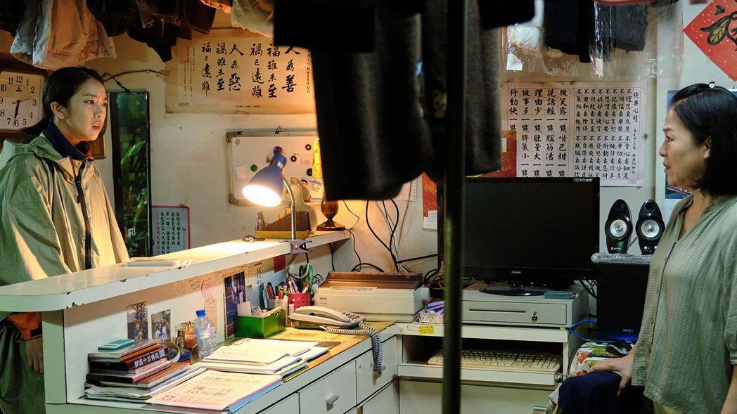 台劇「大債時代」將迎來大結局,戲中演員李霈瑜(大霈)(左)飾演的小資女為補上媽媽