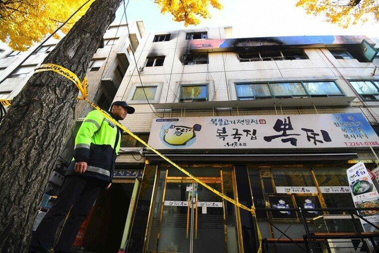 二○一八年十一月九日首爾市中心內國日考試院火災。圖/法新社
