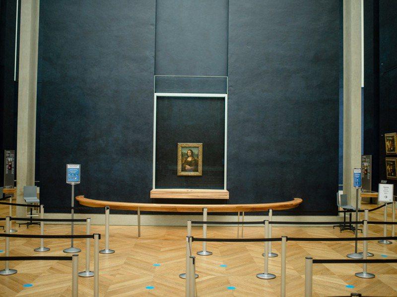 由於新冠疫情,法國政府下令關閉羅浮宮在內的許多文化機構。圖為上月羅浮宮名畫「蒙娜麗莎」面對著極少見的場景:空無一人。圖/紐約時報