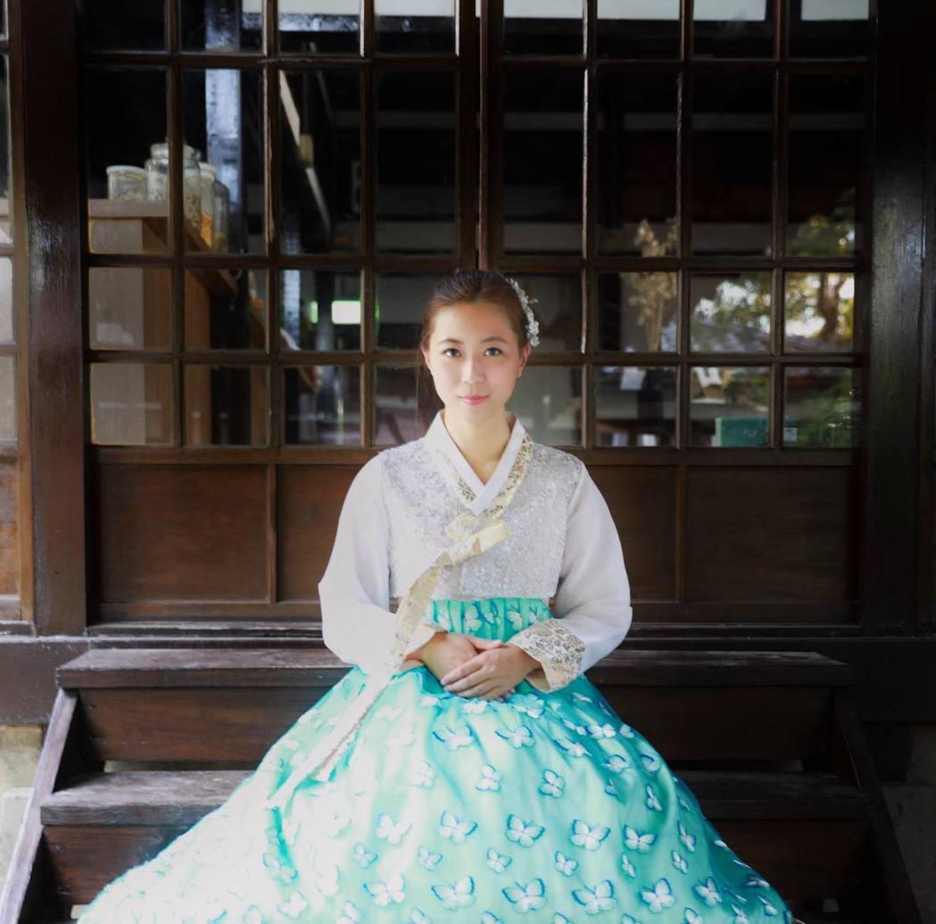 帶著另一半穿上韓服穿梭新竹老城,不用出國也能拍出異國感的浪漫美照。 圖/雄獅旅遊...