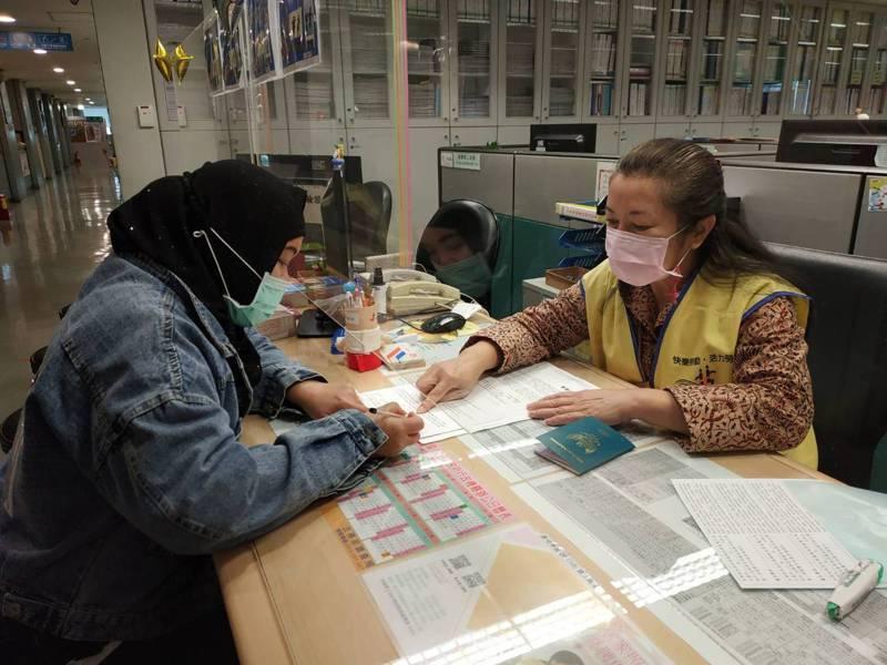 新北統計2020年受理移工勞資爭議案3256件,其中以工資爭議居冠。圖/新北勞工局提供