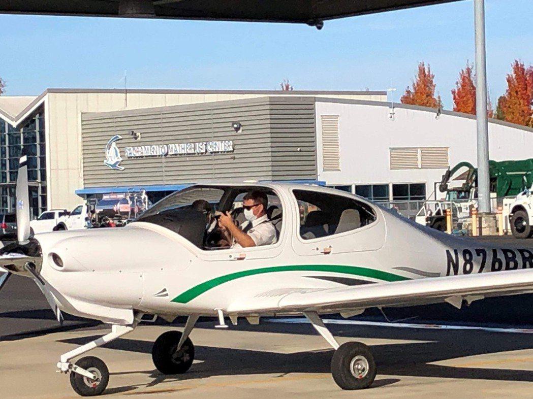 長榮飛行學院共有20名專業飛行教官以責任制的方式指導學生,確保訓練品質。 圖/長...