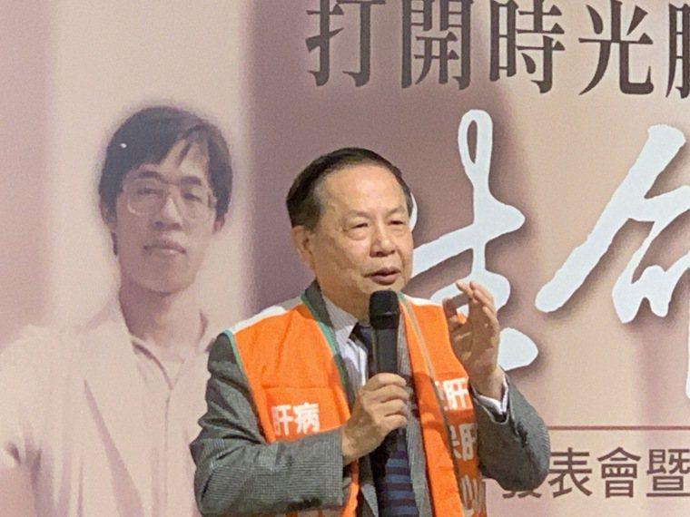 肝基會董事長許金川倡議推動「腹超運動」,40歲以上的民眾應該每年都做一次腹部超音...