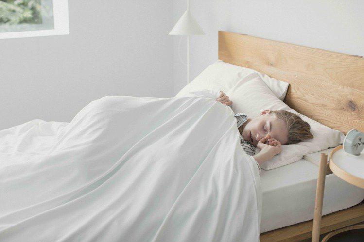 UNIQLO首度推出AIRism寢具系列合購優惠,無論床單還是被套、枕套都有,最...