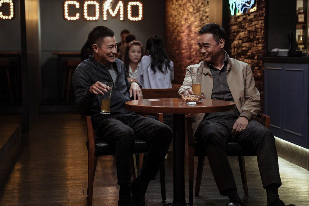 劉德華(左)和劉青雲(右)主演電影「拆彈專家2」票房好。圖/華映提供