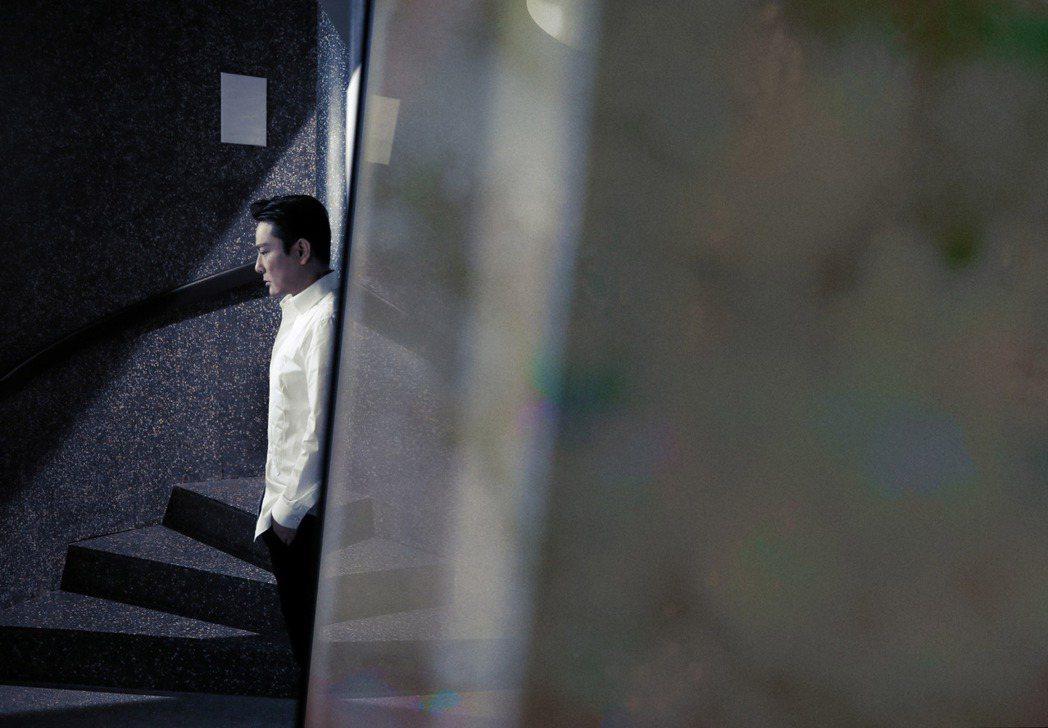 張信哲與與蓋瑞巴洛攜手合作的英文新歌「A Matter of Love」。圖/潮...