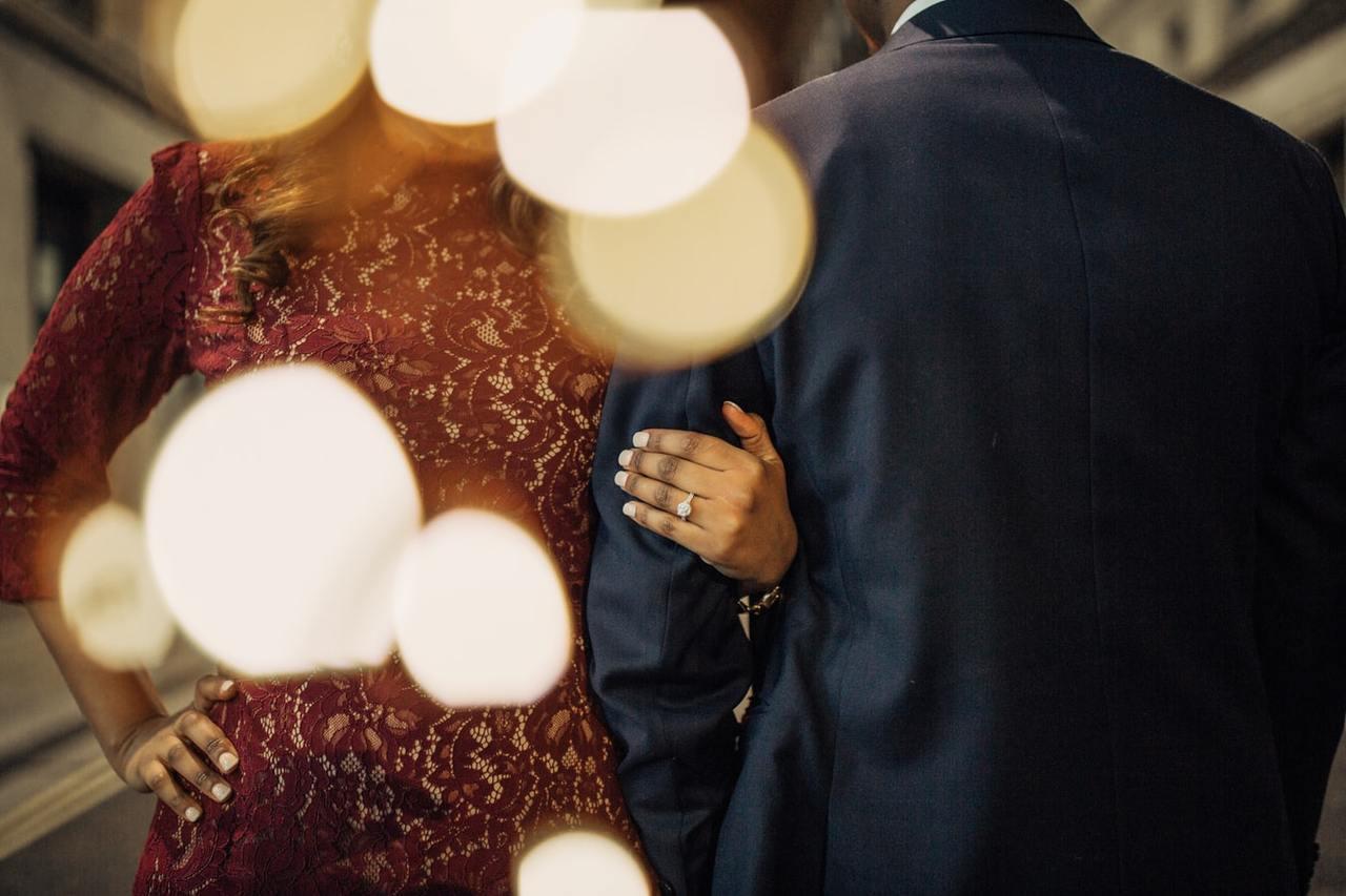 對於女性而言,到了七十多歲要再嫁是個困難的決定。 圖/unsplash
