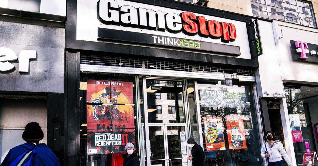 由於遊戲產業與網路科技的不斷推進,GameStop這種老牌的實體零售業者,在現實...