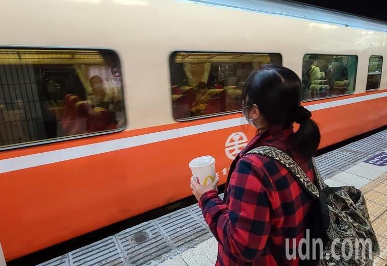 雙鐵等交通運具,2月1日起禁止飲食。 本報資料照片