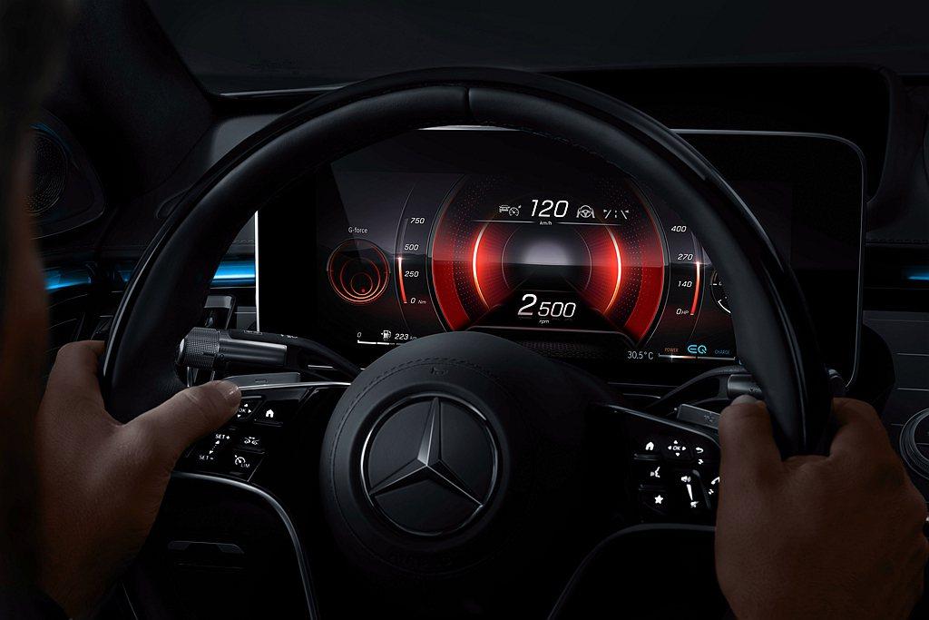 全新首創的3D儀表板讓駕駛無論什麼角度皆可掌握清晰資訊。 圖/Mercedes-...