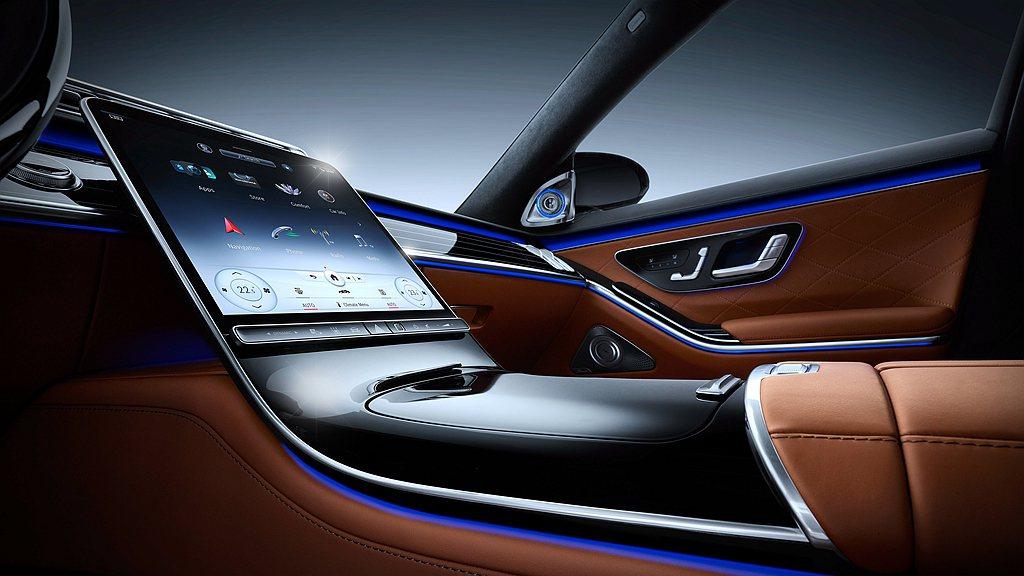 結合人類五感的新世代MBUX,率先於全新大改款賓士S-Class上亮相。 圖/M...