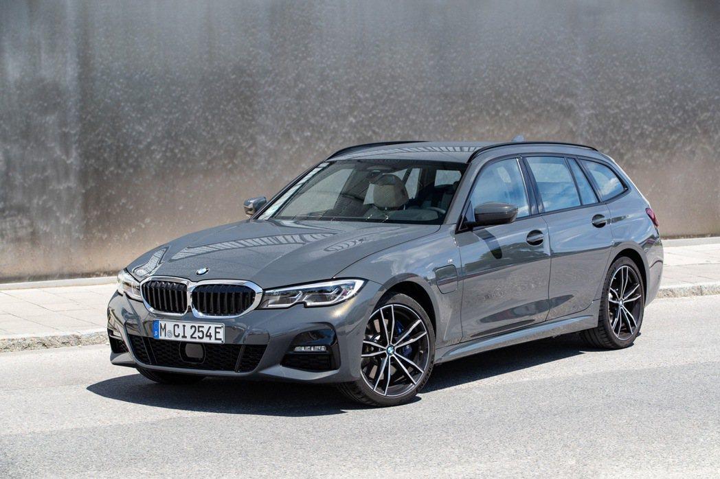 BMW 320e Touring。 摘自BMW