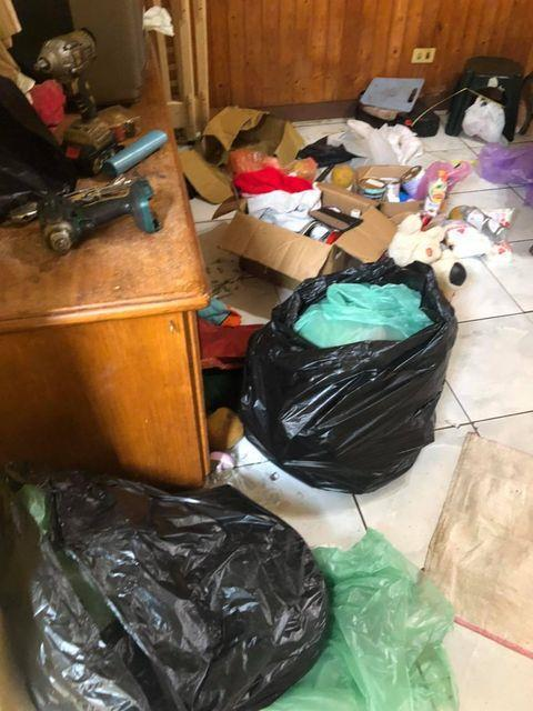 五寶爸原租屋處房東曝光滿屋垃圾照片。翻攝/爆料公社